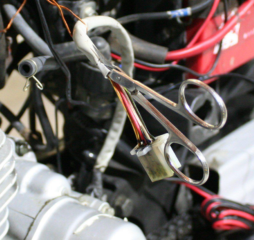 Снятие изоляции с провода генератора