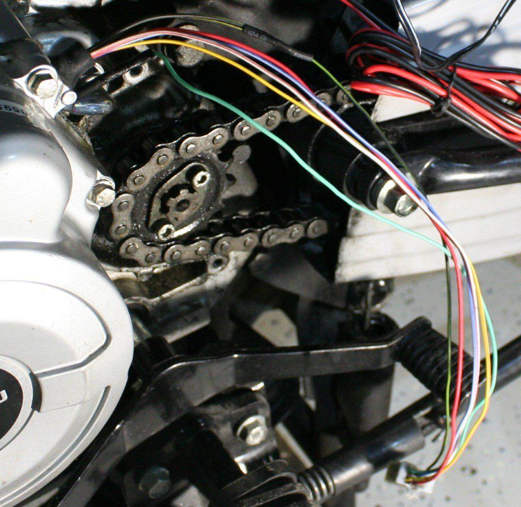 Провод генератора со снятой внешней изоляцией