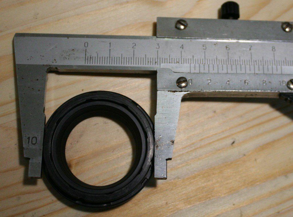 DJ181089  Пыльник, посадочный диаметр 43.6 мм