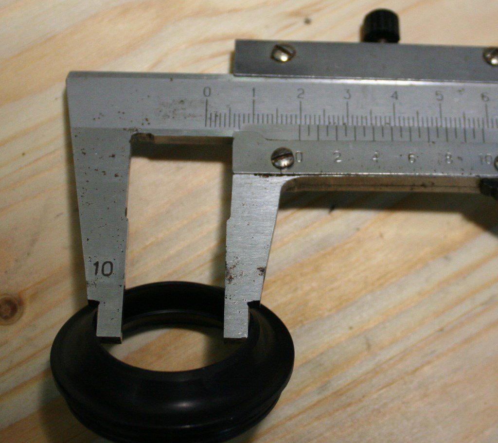 DJ181089  Пыльник, внутренний диаметр 30 мм (-)